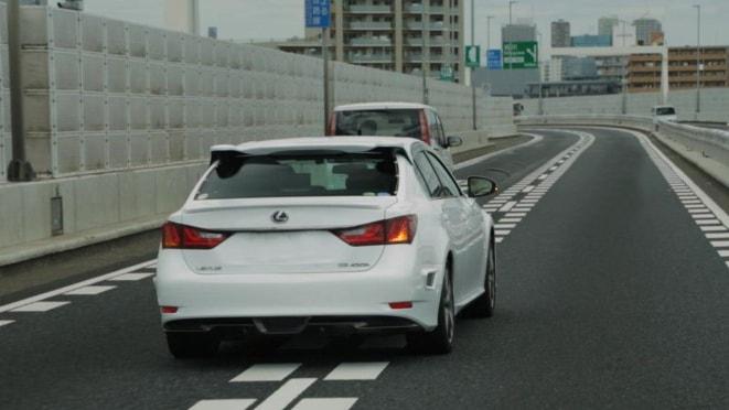 changing lanes on car
